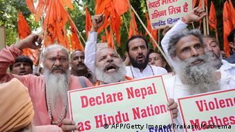Members of United Hindu front (UHF) hold placards and shout slogags in a protest demanding that Nepal should be declared a Hindu Nation, outside the Nepalese embassy in New Delhi, India 28 September 2015 (Photo: EPA/HARISH TYAGI)