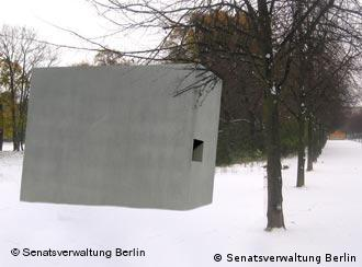 The sculpture will be in the Tiergarten near the Reichstag and the Holocaust Memorial
