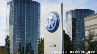 Deutschland Wolfsburg Autostadt VW Logo
