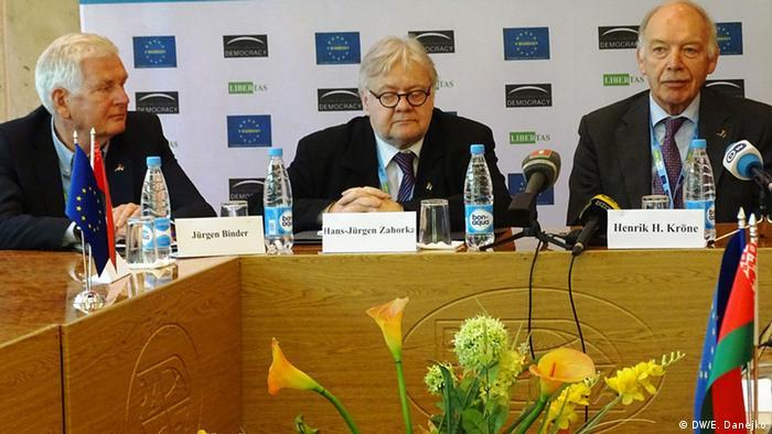 Международные наблюдатели на пресс-конференции в Минске