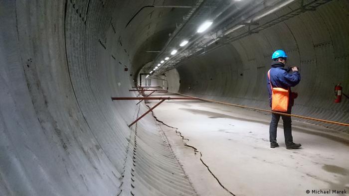 Tunnel hinter dem Eingang des Svalbard Global Seed Vault auf Spitzbergen (Photo: Michael Marek)