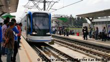Passengers wait to board a tram in Addis Ababa, Ethiopia, 22 September 2015. Ethiopia 20 September inaugurated the country's and sub-Saharan Africa's first light rail system, the Addis Ababa Light Rail Transit (AA-LRT), constructed by the China Railway Group (CREC). The China Railway Engineering Corporation will be involved the first five years in running and maintaining the light train before the Ethiopian Railway Corporation will take over. Photo: Marthe van der Wolf/dpa (zu dpa-Meldung: «Äthiopien fährt Tram: Chinesen bauen erste Linie in Afrika» vom 29.09.2015)