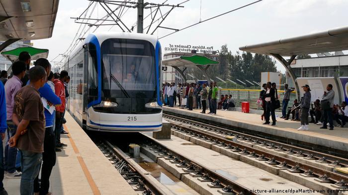 Addis Abeba Äthiopien Bahn Straßenbahn Haltestelle