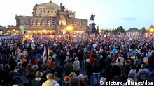 Pegida-Demonstration vor der Dresdner Semper-Oper (Archivbild)