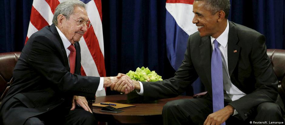 Raúl Castro (esq.) e Barack Obama na ONU: aperto de mão histórico