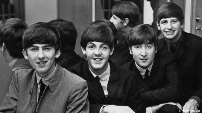 Die britische Popgruppe The Beatles 1963 in Schweden (von links nach rechts): George Harrison (1943-2001), Paul McCartney, John Lennon (1940-1980) und Ringo Starr (Foto: Keystone/Getty Images)
