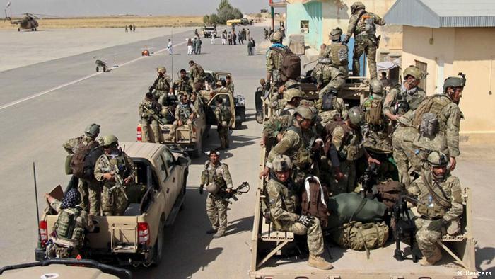 Afghan special forces arrive for a battle with the Taliban in Kunduz