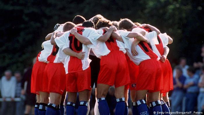 Deutschland Fußball Teamgeist Symbolbild (Getty Images/Bongarts/F. Peters)