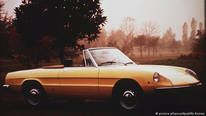 Алфа Ромео Спайдър е един от най-популярните роудстъри. В периода между 1966 и 1993 година паякът почти не се променя. Много ценители на ретро автомобилите го използват като инвестиция - добре поддържаният Спайдър не само държи цената, но и с времето поскъпва все повече.