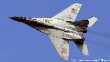 MiG-29 during a demonstration flight (picture-alliance/dpa/L. Marina)