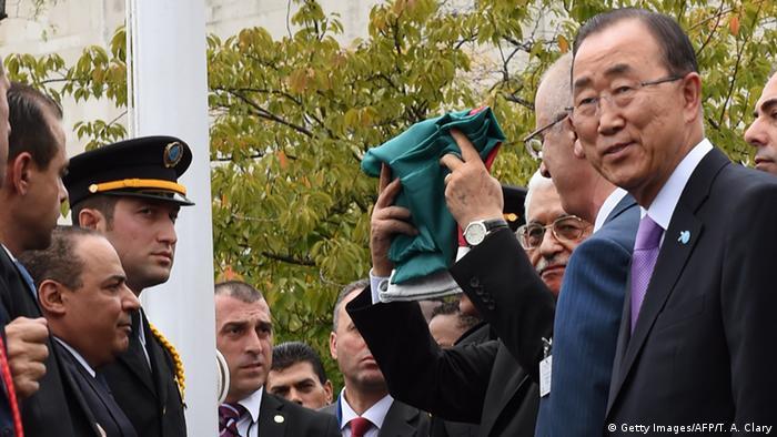 New York UN Gipfel Palästina Flagge vor Hauptquartier Vereinete Nationen