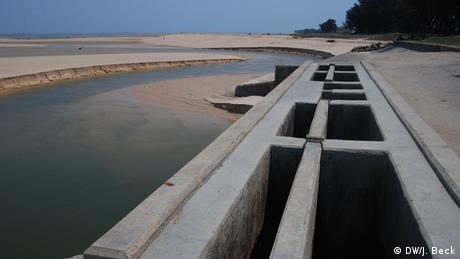Mosambik Gezeitenbauwerk in Beira (DW/J. Beck)