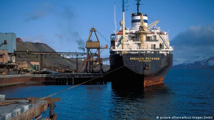 Российский корабль в порту Баренцбурга
