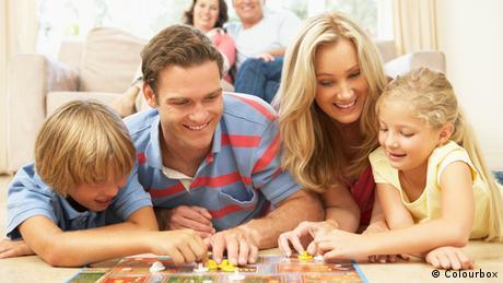 Familie spielt