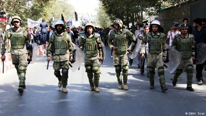 Three days after fall of Kunduz city to the control of Taliban, Hundreds of Afghans protest against Terror and Taliban in Kabul (Photo: H.Sirat-DW)