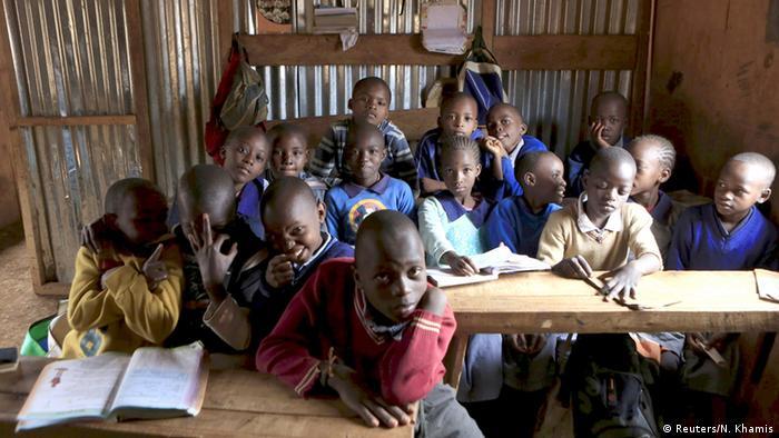 Kinder in Slumschule (Foto: REUTERS/Noor Khamis)
