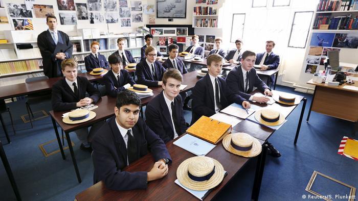 Schüler in England mit Schuluniform (Foto: REUTERS/Suzanne Plunkett)