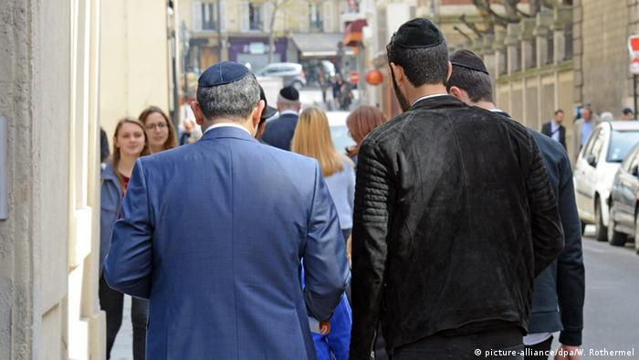В еврейском квартале Парижа