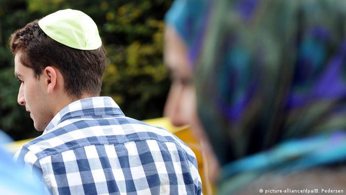 Symbolbild Kippa und Kopftuch
