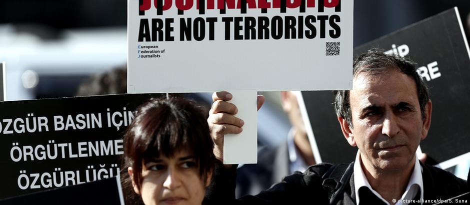 Protesto contra intimidação de jornalistas na Turquia