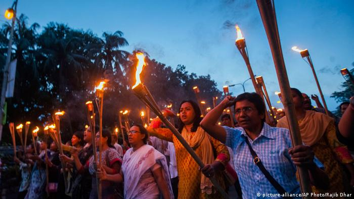 Protest nach dem Mord an Blogger Niloy Chakrabarty (Archivbild: AP Photo/Rajib Dhar)