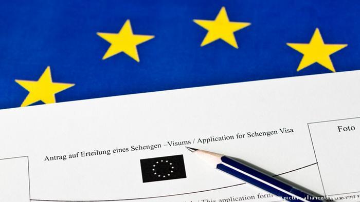 Symbolbild Flüchtlinge Visum Schengenraum (picture-alliance/dpa/O. Spata)