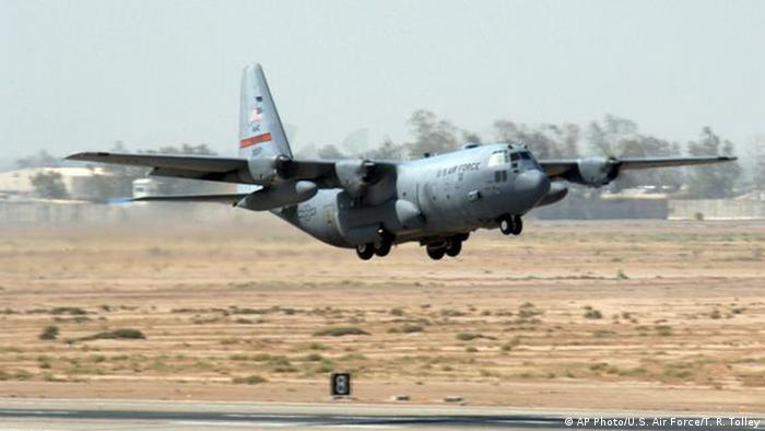 نیروی هوایی آمریکا در مجموع از یازده نوع هواپیمای باری استفاده میکند. از هواپیماهای سی ۵ گالاکسی گرفته تا سی ۱۳۰ هرکولس. سی -۱۳۰ مدتهاست که هواپیمای ترابری- تاکتیکی اصلی برای بسیاری از نیروهای نظامی در سراسر جهان است و بیش از ۴۰ مدل در انواع مختلف از سی- ۱۳۰ هرکولس در بیش از ۶۰ کشور جهان خدمت میکنند.