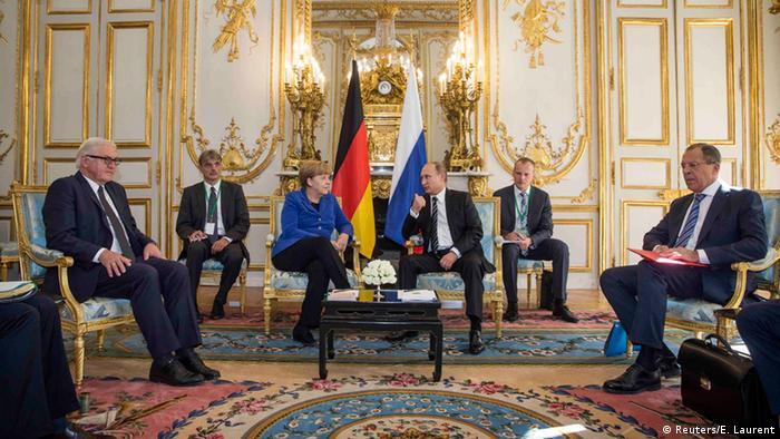 Paris Ukraine-Gipfel Merkel, Putin, Steinmeier und Lawrow (Reuters/E. Laurent)