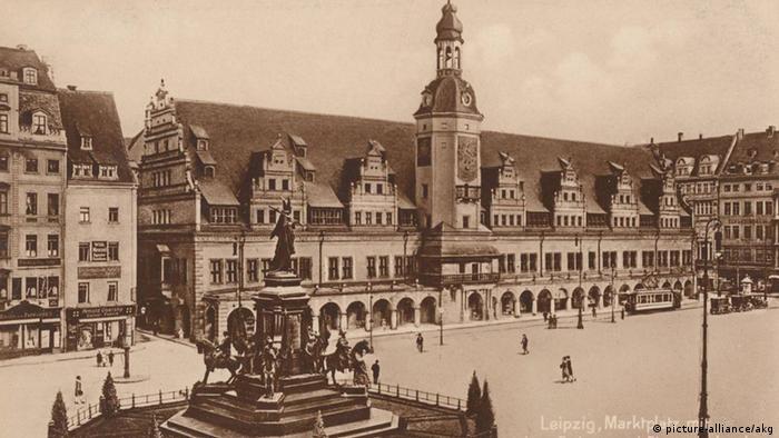 Рыночная площадь в Лейпциге на старой почтовой открытке