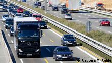 Stuttgart Daimler LKW Test mit selbstfahrenden Lkw