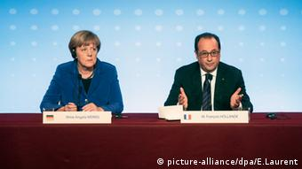 Angela Merkel Francois Hollande PK Thema Ukraine in Paris Frankreich