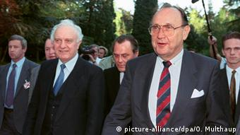 O Xανς Ντίτριχ Γκένσερ στη Βόννη, κατά τη διάρκεια των συνομιλιών για τη Συνθήκη 2+4