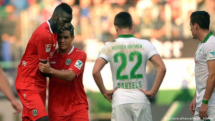 Claudio Pizarro todavía no marca, por esto cuando en Bremen se celebra un gol, es porque lo anotó el rival.