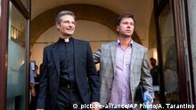 Italien Krysztof Charamsa mit seinem Lebensgefährten