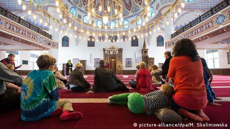 deutschland Tag der offenen Moschee (picture-alliance/dpa/M. Skolimowska)