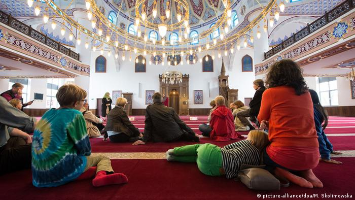 Day of open mosques in Duisburg (picture-alliance/dpa/M. Skolimowska)
