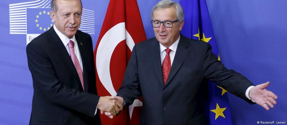 Presidente turco, Recep Tayyip Erdogan, em encontro com Jean-Claude Juncker em Bruxelas