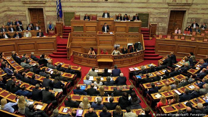 Griechenland Regierungserklärung Alexis Tsipras (picture-alliance/dpa/O. Panagiotou)