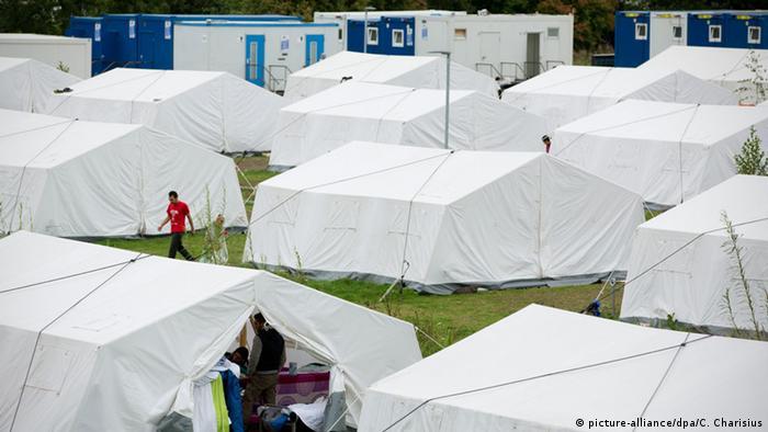 Das Erstaufnahmelager in Hamburg-Wilhelmsburg Mitte September (Foto: dpa)
