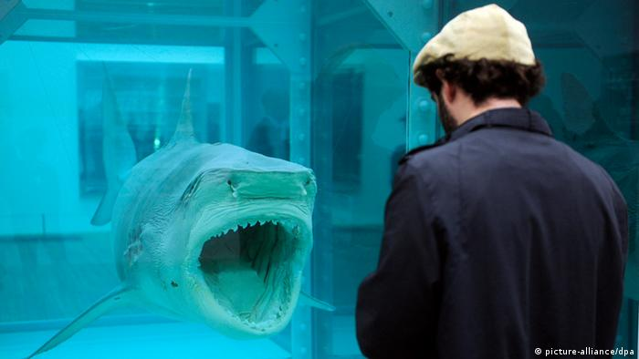 Damien Hirst: The Physical Impossibility of Death in the Mind of Someone Living (picture-alliance/dpa)