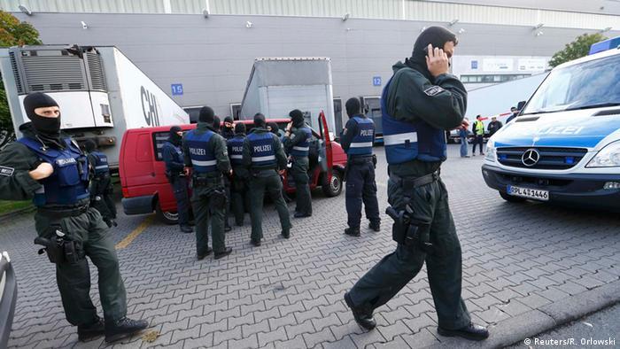 Deutschland Großrazzia am Frankfurter Flughafen