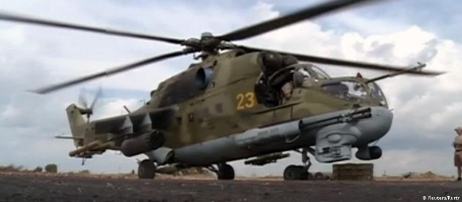 Helicóptero em base russa perto da cidade síria de Latakia: intervenção russa entrou em nova fase