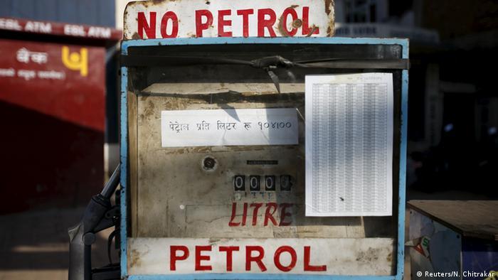 Katmandu Nepal Petrol Benzin Treibstoff Rationierung (Reuters/N. Chitrakar)