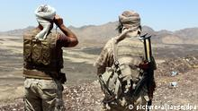 7. Okt epa04967945 Soldiers loyal to Yemen's Saudi-backed government hold a position during an offensive against Houthi positions in Marib province, Yemen, 07 October 2015. According to reports, the Saudi-backed Yemeni fighters have defeated the Houthi rebels in Marib province, flushing out the last strongholds of the Houthis and their army allies in Sirwah district, about 100km away from the rebel-controlled capital Sana_a. EPA/STRINGER