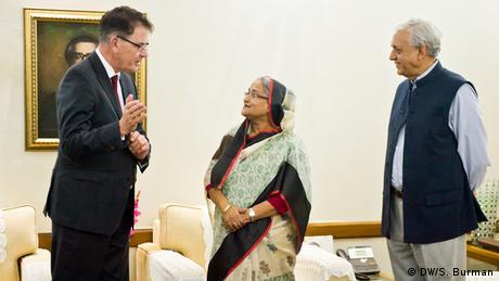 Bangladesch Deutsche Hilfe für Textilbranche Gerd Müller (DW/S. Burman)