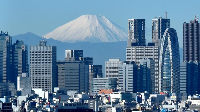Japan's highest mountain, Mount Fuji (C) is seen behind the skyline of the Shinjuku area of Tokyo (Getty Images/AFP/K. Nogi)
