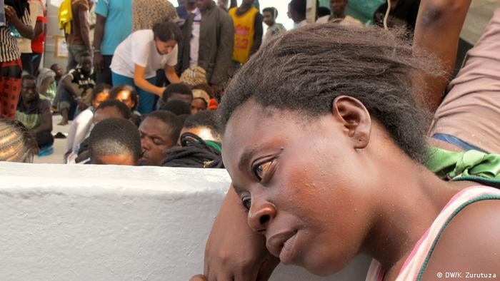 Rettungsaktion von Ärzte ohne Grenzen Mittelmeer (DW/K. Zurutuza)