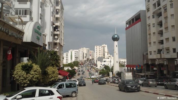 واقع العلاقة بين النازحين الليبيين ومضيفتهم تونس