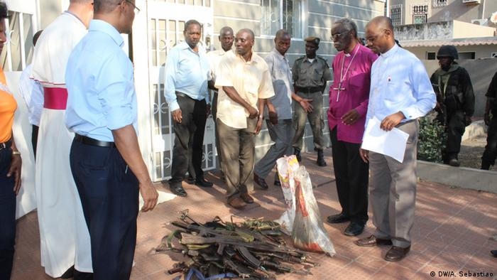 Entrega de armas na Beira