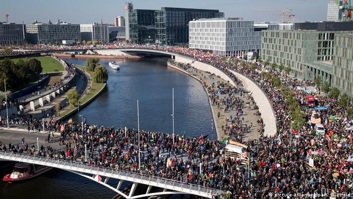 Демонстрация протеста против ТТИП 10 октября в Берлине